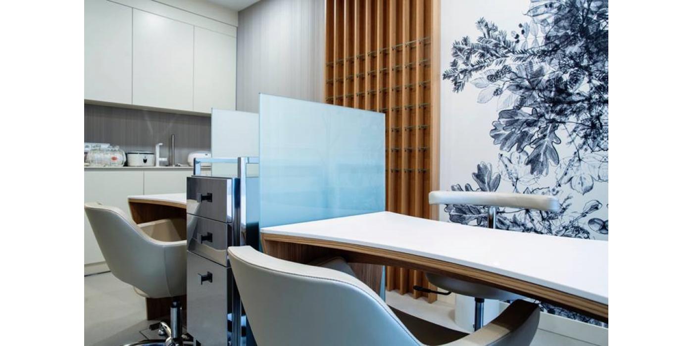 Мебель для маникюрного и педикюрного кабинета